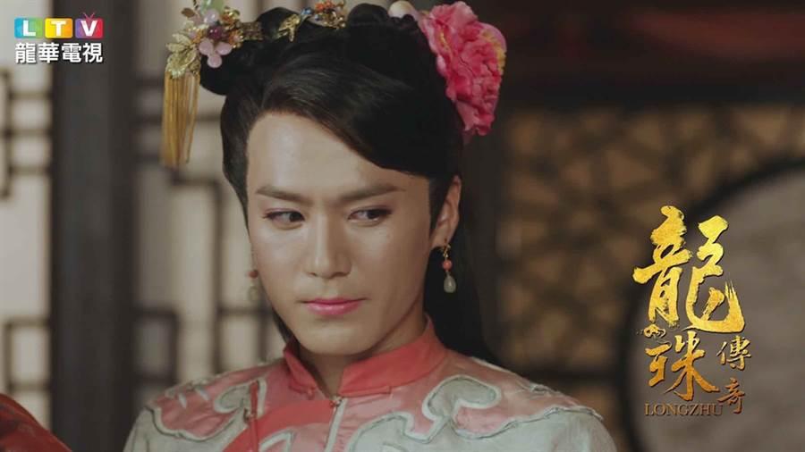 茅子俊在龍珠傳奇女裝扮相驚艷。(圖/龍華電視提供)