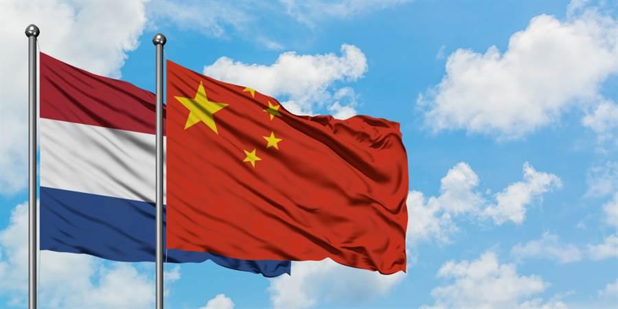 荷蘭對中國大陸態度轉硬,為解決貿易不平衡問題,荷蘭提對陸新戰略,稱從今往後要更現實。(示意圖/shutterstock)