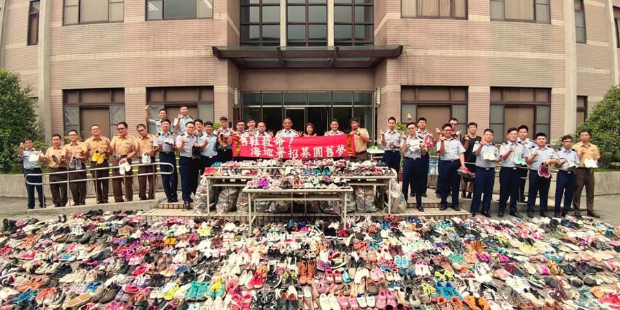 海巡署警衛大隊一個月內就募集3千雙救鞋,將救助非洲貧民。〈海巡署提供〉
