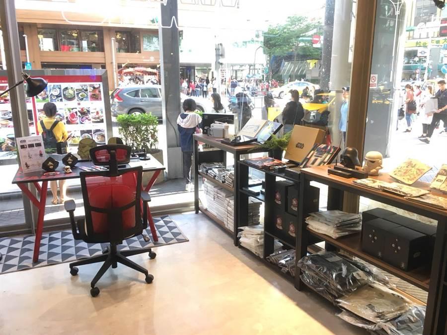 新光三越台北南西店即日起至31日於三館1F設置《星際大戰》期間限定店。(新光三越提供)