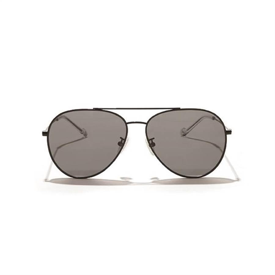 新光三越台北南西店GLORIA VEDI VERO飛行員墨鏡,原價6200元、特價5270元,85折。(新光三越提供)