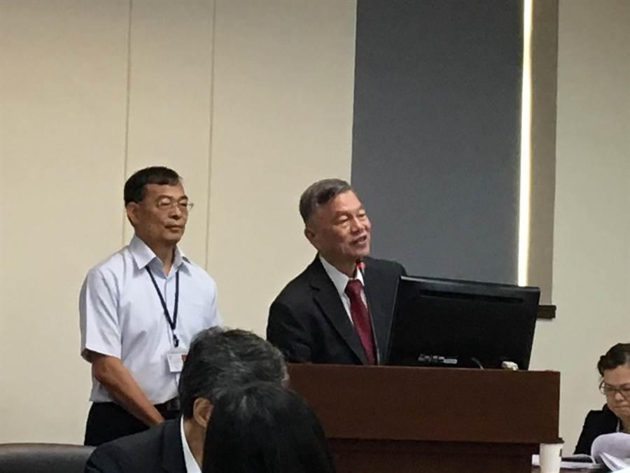 美國擬擴大對中課稅,經濟部部長沈榮津(右)答不出對台灣出口影響是多少,氣的立委痛直接罵「不問了」。(圖:王玉樹攝)