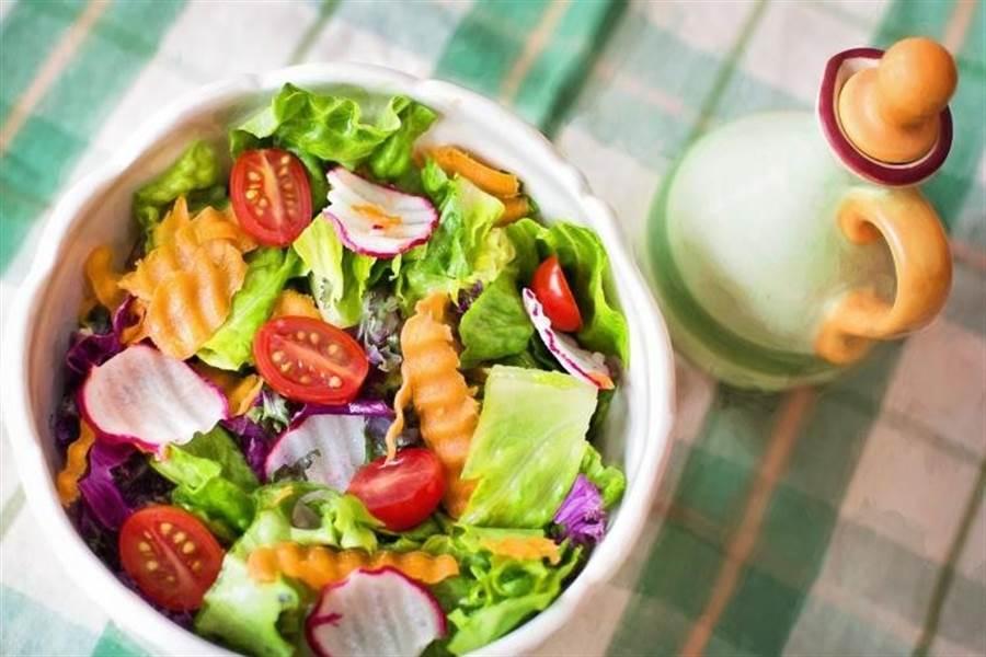 以蔬食為主的地中海飲食,有助於減少失智病的風險。圖片來源:Pixabay