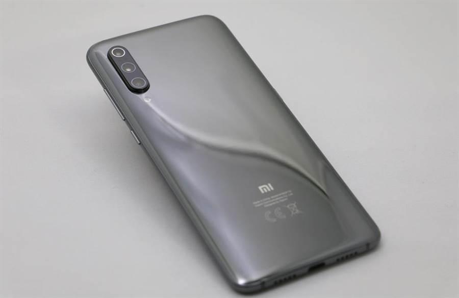 安兔兔 4 月份安卓手機性能榜的冠軍「小米9透明尊享版」,台灣市場沒有賣。但小米 9 已經在台上市。(圖/黃慧雯攝)