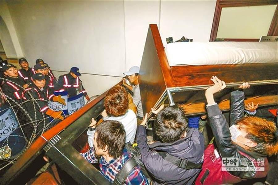 「太陽花」攻占行政院案,魏揚聲請法官迴避被駁回。(本報系資料照)