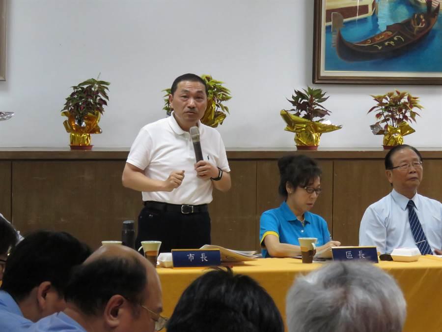 新北市長侯友宜今(16日)下午前往永和區公所參加里長座談會。(葉書宏攝)