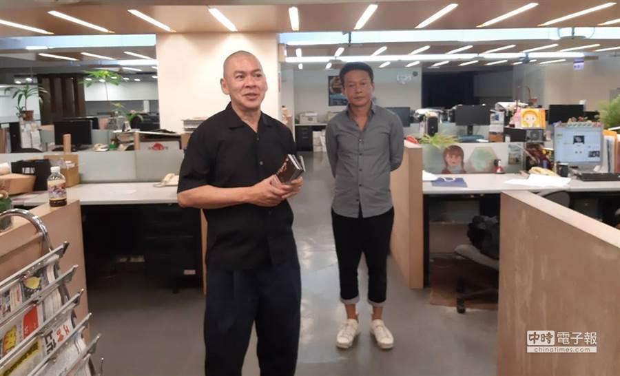 知名導演蔡明亮(左)與金馬影帝李康生(右)今(16)日到中時大樓宣傳電影新作。(圖/記者李家穎攝)