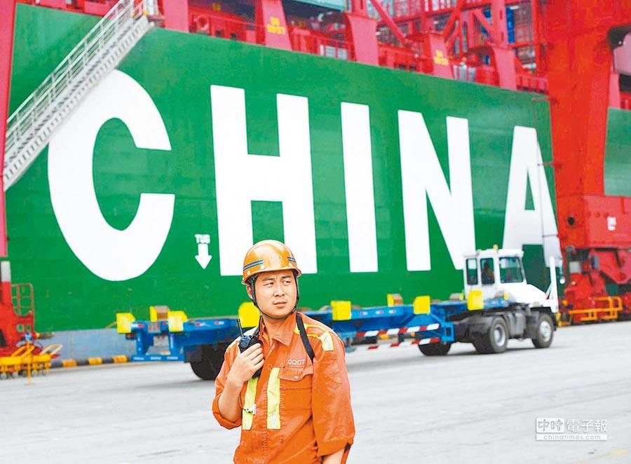 香港的貨運業者更稱道,早在前幾個月就遭遇美國訂單大幅下降,並設置關稅壁壘阻擋路商品進入美國市場,如今中美兩強對撞,最壞情況恐怕還沒到來。(新華社資料照片)