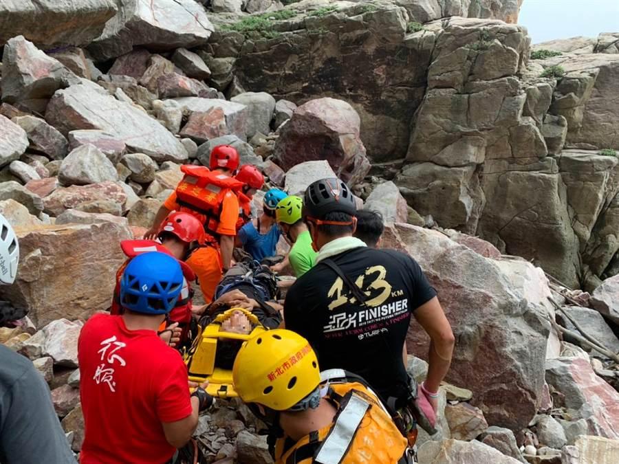 龍洞佛祖嶺地勢險峻,消防隊救援工作相當困難。(吳家詮翻攝)