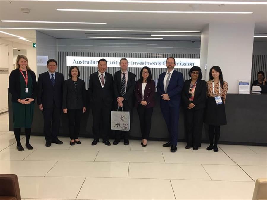 (金管會主委顧立雄(左4)與證期局局長王詠心(左3)本月15日拜會IOSCO 年會主辦機關-澳洲證券與投資監管委員會。圖:金管會提供)