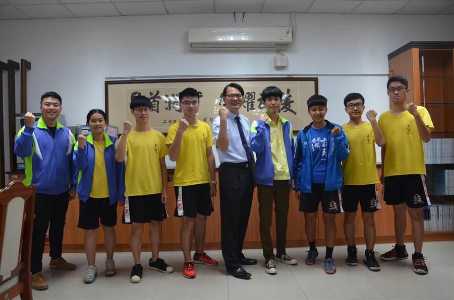 個人申請入學16日放榜,武陵高中學生表現相當亮眼,共73人錄取台大。(賴佑維攝)