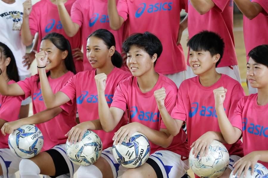 面對即將而來的國際女足分齡賽挑戰,球員們都很期待。(袁庭堯攝)
