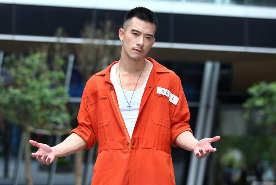JR飾演獄中貴族高少。(粘耿豪攝)