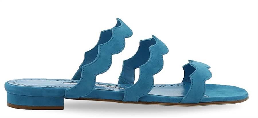 多肉植物「龍舌蘭」鋸齒狀的線條搭配鮮豔色調,打造出AGAVRIAFLAT平底涼鞋,3萬2800元。(Manolo Blahnik提供)