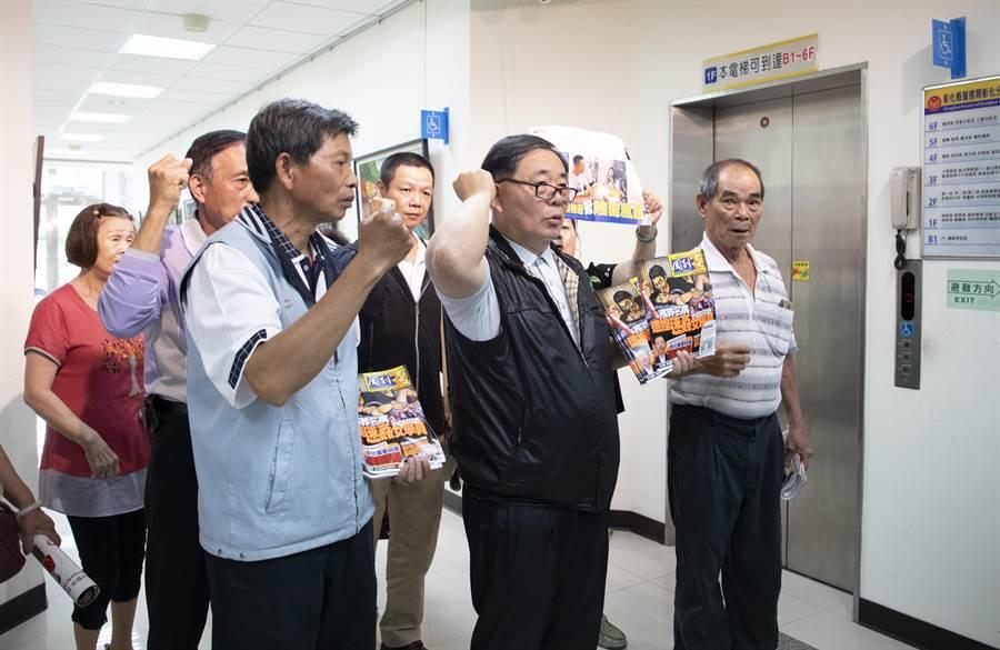 溫國銘和陳杰支持者高呼「反毒、反毒!淨化選風救彰化」。(吳敏菁翻攝)
