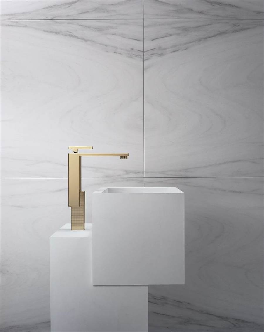 衛浴系列AXOR Edge系列配備有面盆及浴缸龍頭,亦搭配客製化訂製服務。(HansgroheGroup提供)