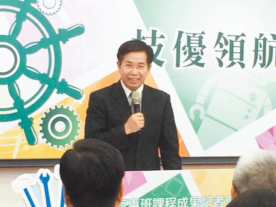 教育部長潘文忠15日表示,鼓勵兩岸青年學生進行學術交流,但要提醒避免違法。(本報系記者林志成攝)