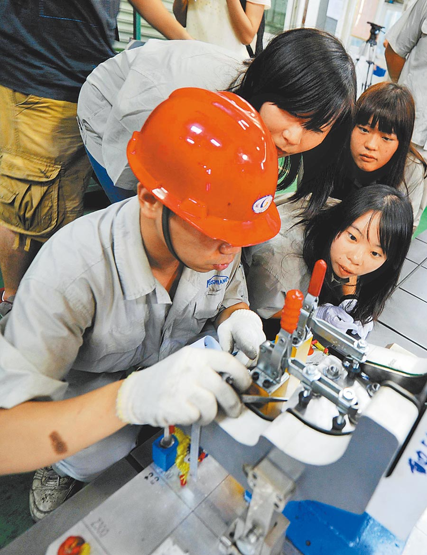 台生在東莞企業實習。(中新社資料照片)