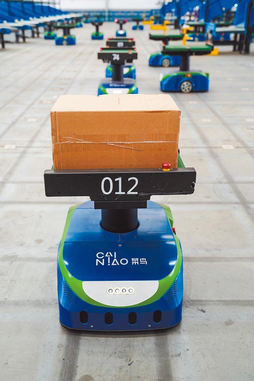 1月22日,物聯網分撥機器人分撥中心在南京正式啟用。(新華社)