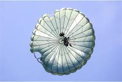 航特部傘訓意外 2兵「共用1傘」百米高空墜落