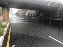 爆雨襲新竹 明新科大緊急停課