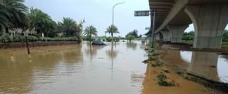 桃園大雷雨 沿海多處水深淹至小腿肚