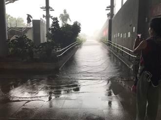 新竹地區豪雨狂降 台鐵北湖湖口站雙向緩行
