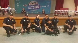 黑人陳建州牽警犬現身校園與警長成立「反毒英雄聯盟」