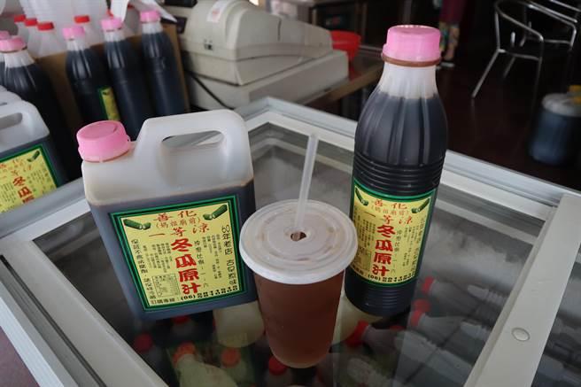 善化一等涼冬瓜茶,開店已60多年,冬瓜茶1杯只要20元。(劉秀芬攝)