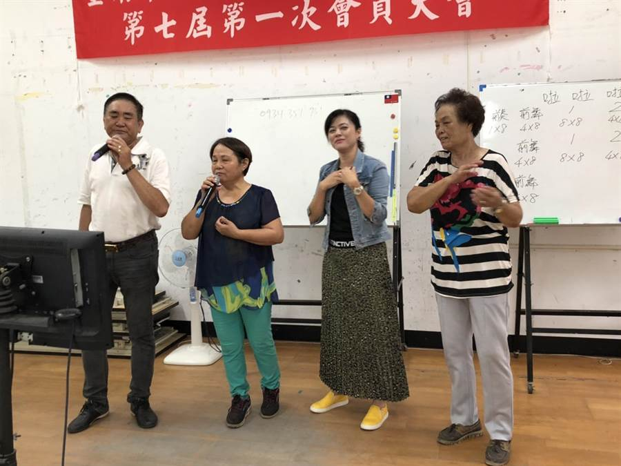 台南市政府確保活動中心民眾能安心歡唱。(曹婷婷攝)