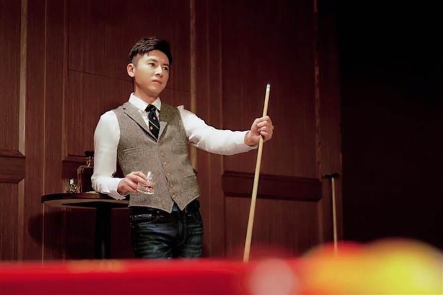 李國毅於劇中展現球技。