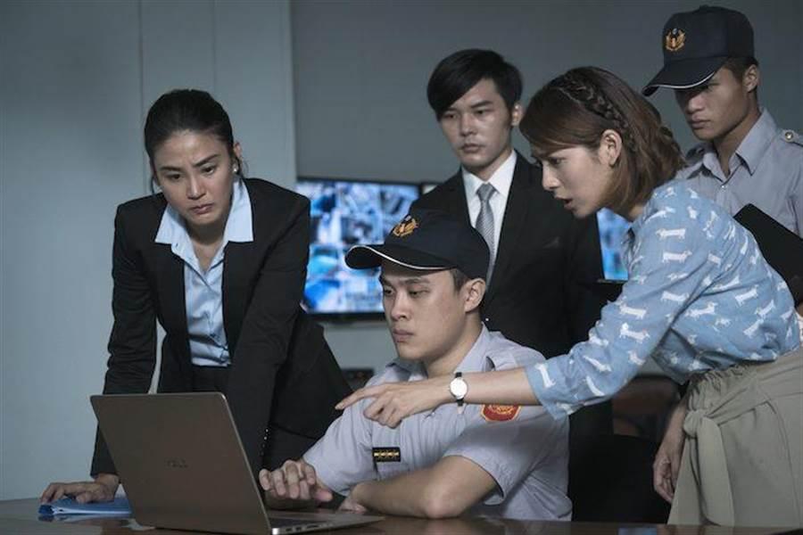 洪小鈴(左)。