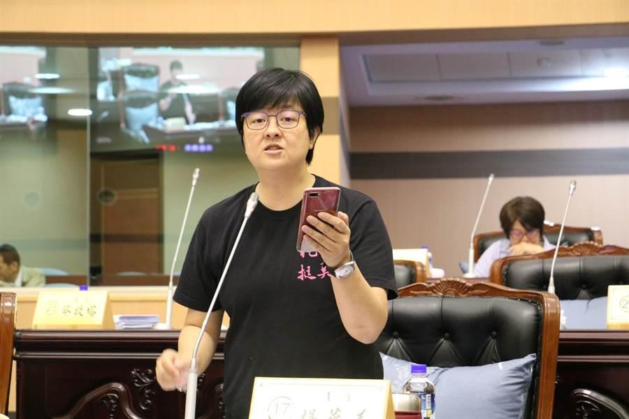 縣議員楊華美擔心明年蘇花改通車後,市區交通大打結。(范振和攝)