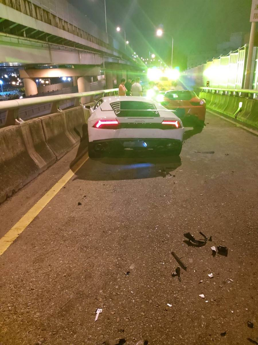 台64線三重光復路匝道發生名貴車輛連環追撞車禍。(王揚傑翻攝)
