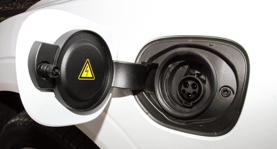 T8車型採用Plug-in的充電方式,同時行駛過程中也會有少量的煞車動能回充。圖/陳慶琪