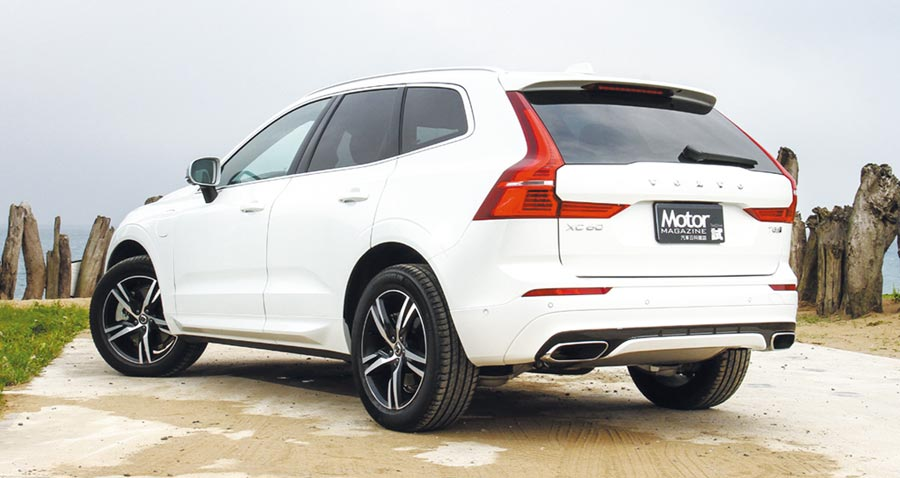 在換上R-Design車身銘牌之後,XC60 T8 R-Design同樣保有Volvo家族化的最新元素,同時也融入了前一代車型的經典設計。圖/陳慶琪
