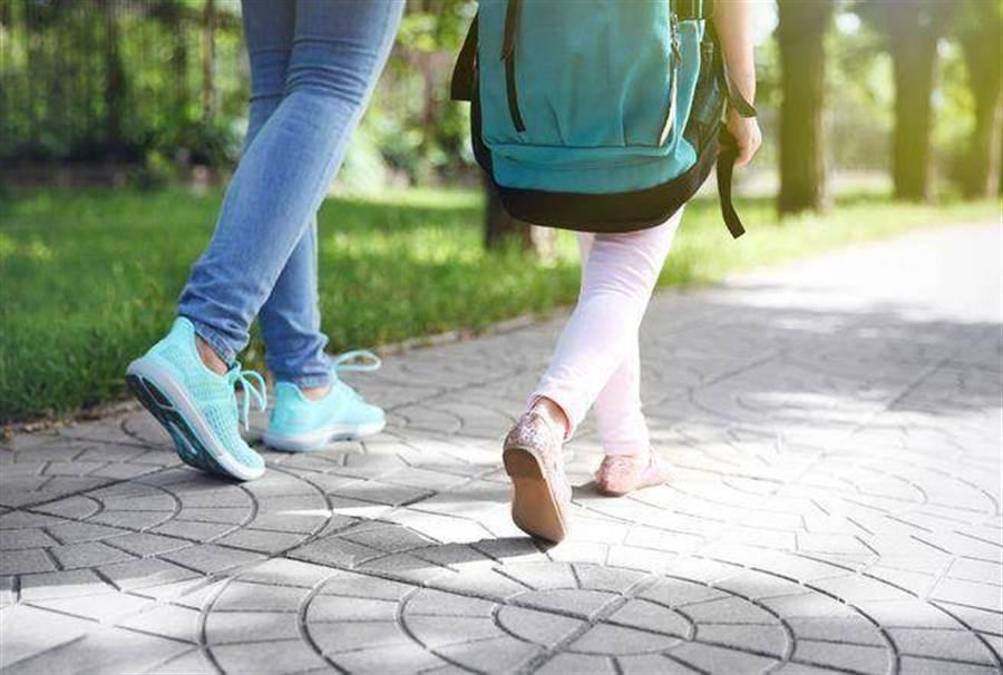 傳說是真的?研究:走路有這習慣 多活15年 (示意圖/達志影像)