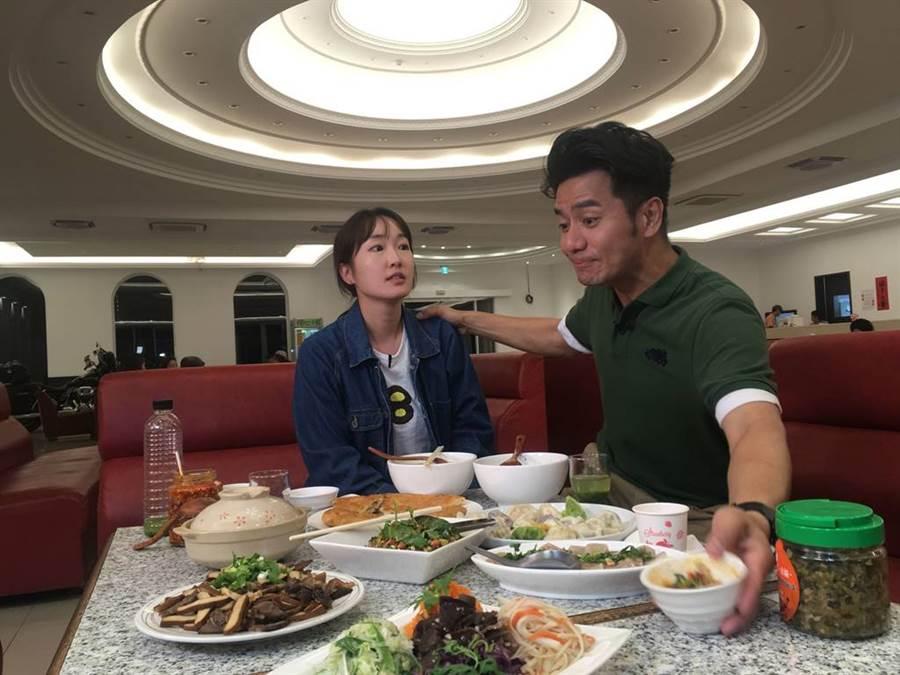郭彥均被辣椒辣到說不出話。(圖/中天)
