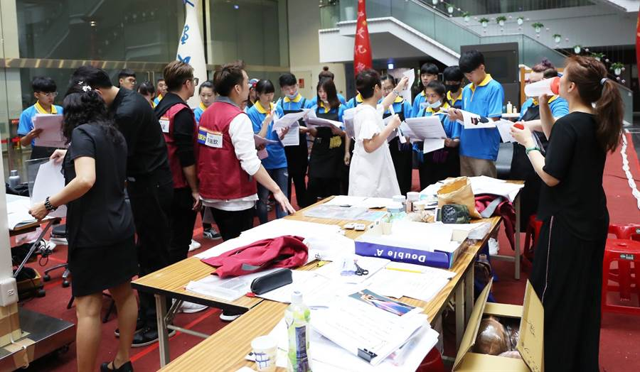 108年巧聖仙師魯班公獎選拔及表揚活動18日盛大開幕,來自全國超過300位職場達人及新秀好手同場較勁。(陳世宗攝)