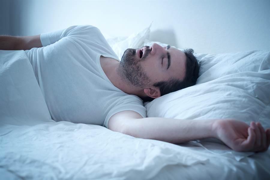 全台成年男性中,約有4至5%人罹患睡眠呼吸中止症。(圖/達志影像)