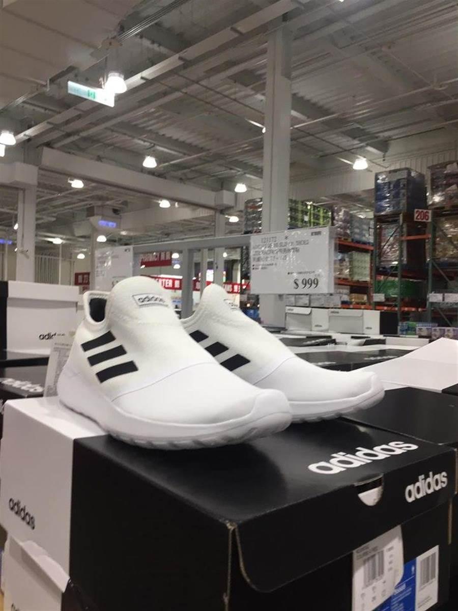 好市多上架愛迪達休閒球鞋千元有找,網友直呼CP值超高。(翻攝Costco好市多 商品經驗老實說)