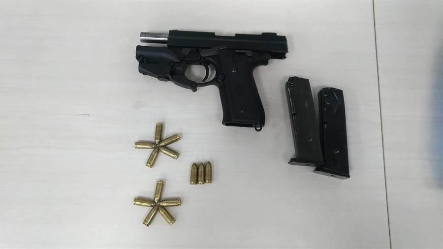 警方在林男身上起出已上膛的改造手枪1把,子弹13发。