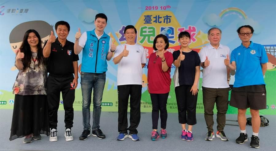 台北市體育局副局長劉寧添(左四)親自出席開幕典禮。(大漢行銷提供)