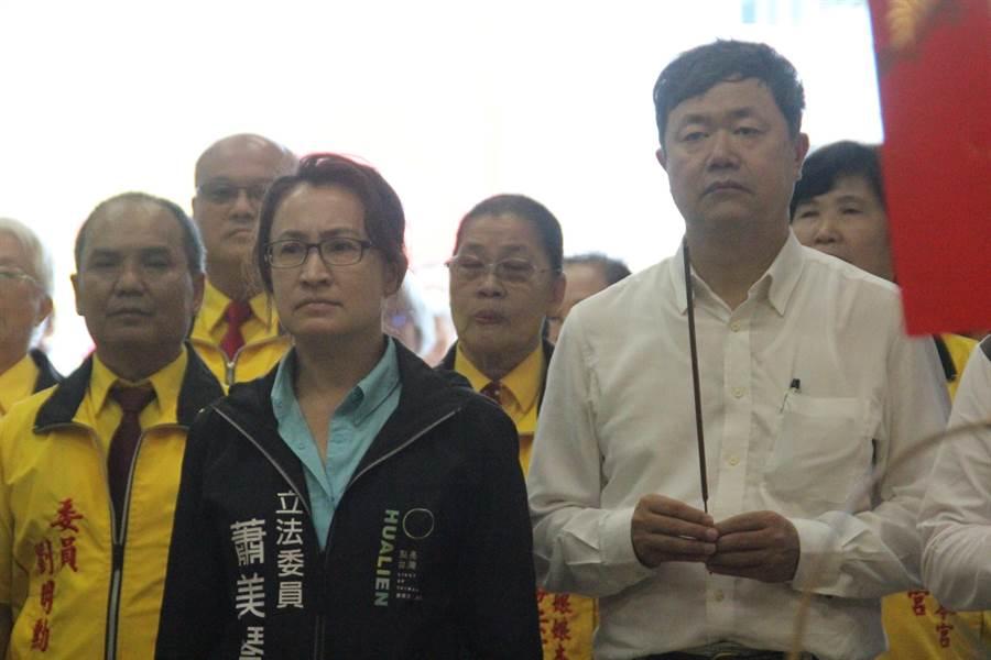 立委蕭美琴(左2)仍是民進黨花蓮縣黨部徵召第一人選,若蕭不出線,3年前回鄉耕耘的東辦執行長許傳盛(右1)也是可能的徵召人選。(張祈攝)