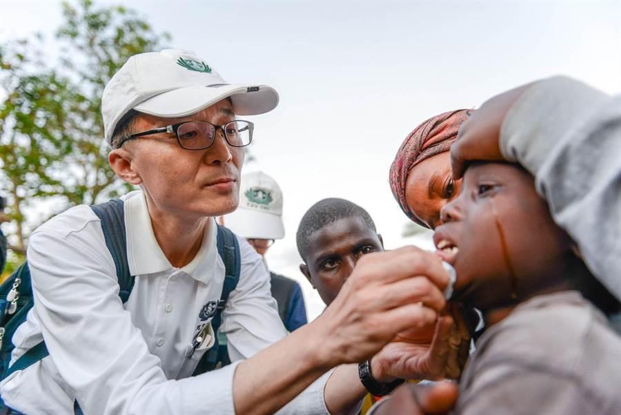 熱帶氣旋伊代造成東非三國嚴重災情,慈濟當區志工結合慈濟人醫會投入義診。(圖/慈濟基金會提供)