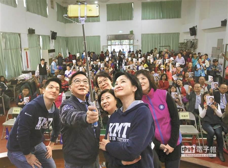 藍委蔣萬安(前排左)、陳宜民(前排中)與柯志恩(前排右)也被藍營支持者點名「下架」 (圖/本報資料照)