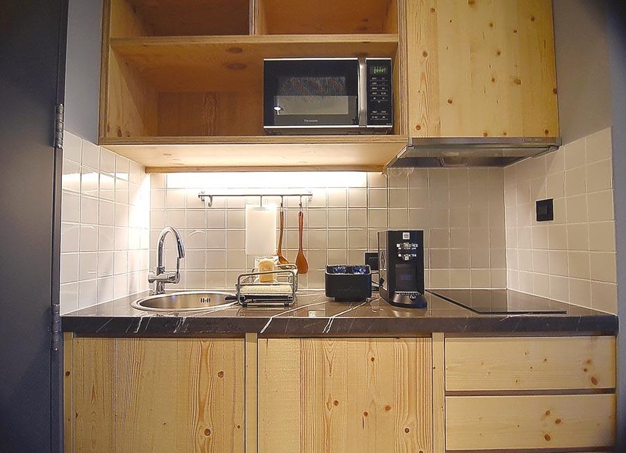 捷絲旅三重館的Extended Stay房型,空間坪數較大,且房內設有易廚房,客人自己可在房內烹調料理食物。圖/姚舜