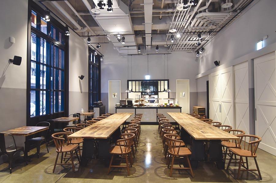 捷絲旅三重館內規畫有一同樣以紐約Loft風格設計的餐廳〈Just Cafe捷食藝〉,提供客人享用早餐並對外開放供應假日早午餐。圖/姚舜
