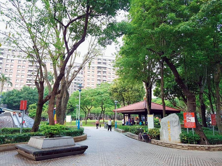 樹林火車站後站商圈擁長壽親子公園,生活機能及人文素質方面相對成熟。圖/信義房屋提供