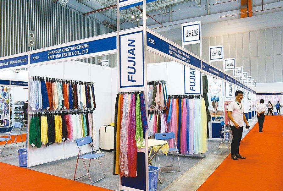 越南國際貿易展銷會上的大陸企業展位。(新華社資料照片)